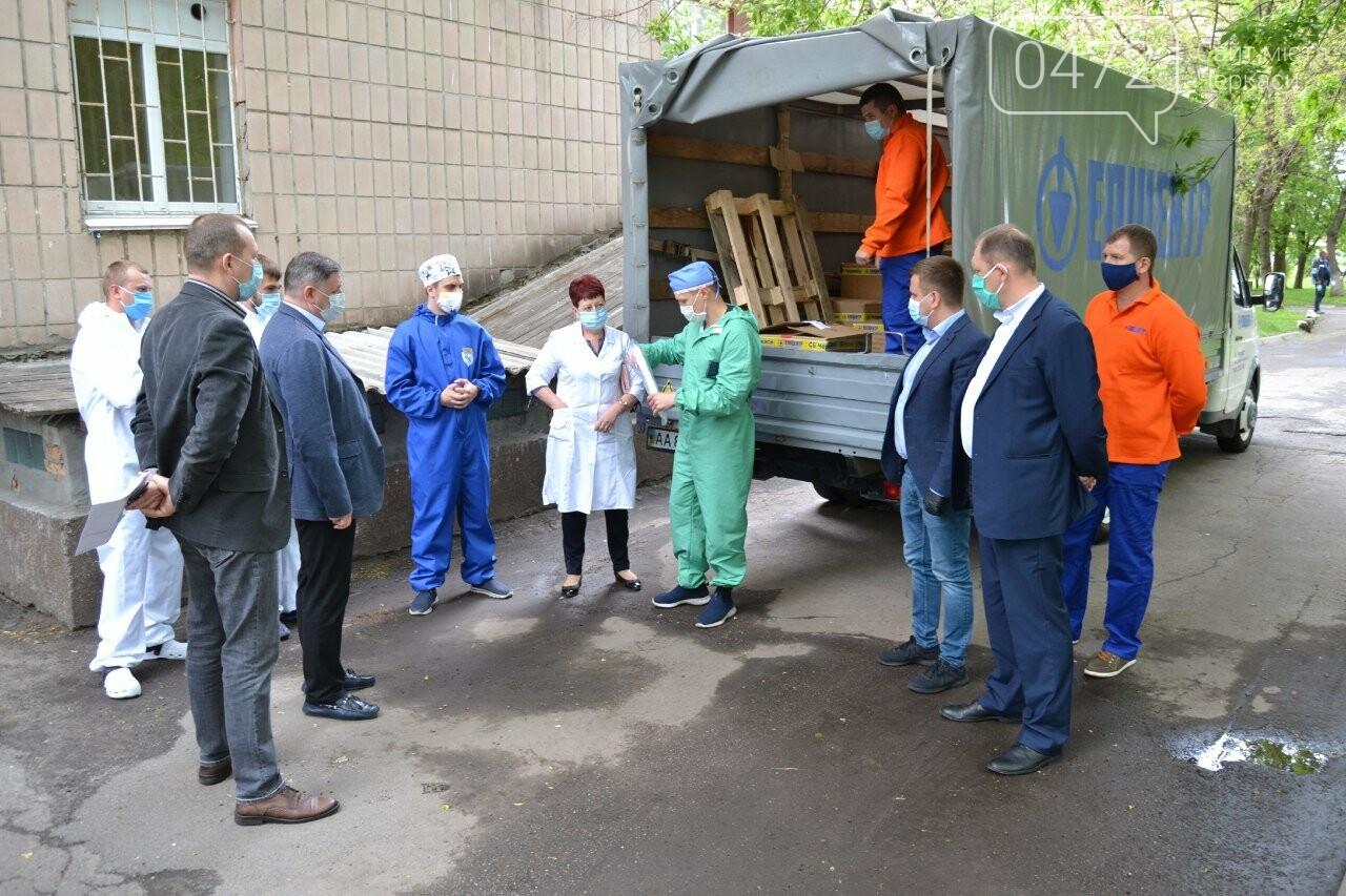 Медичні працівники Черкас та області отримали партію благодійної допомоги від мережі «Епіцентр» для запобігання поширенню COVID-19 , фото-3