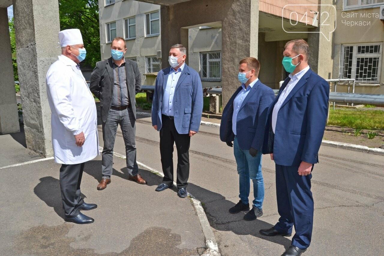 Медичні працівники Черкас та області отримали партію благодійної допомоги від мережі «Епіцентр» для запобігання поширенню COVID-19 , фото-1