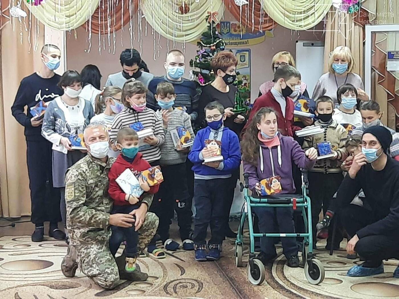 Святкове диво: «АТБ» допомагає тисячам українських родин потішити дитину в день Святого Миколая, фото-1