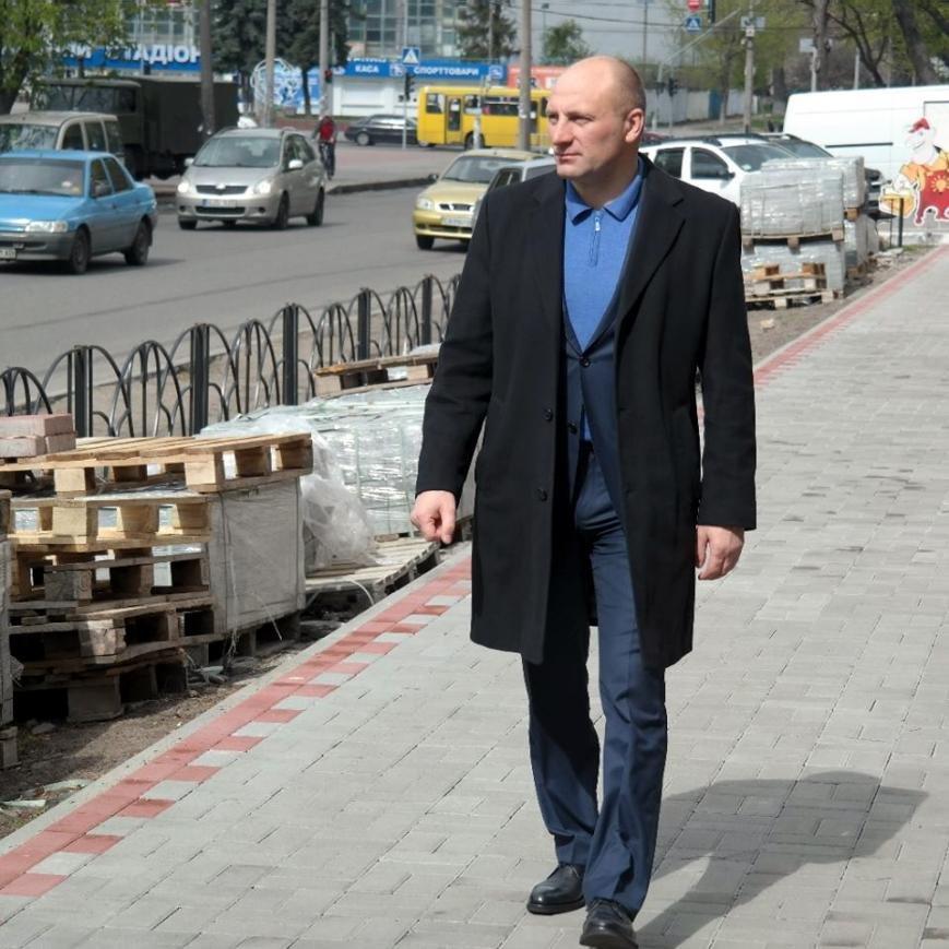 Мер Черкас перевірив, як біля школи кладуть тротуарну плитку (ФОТО), фото-1