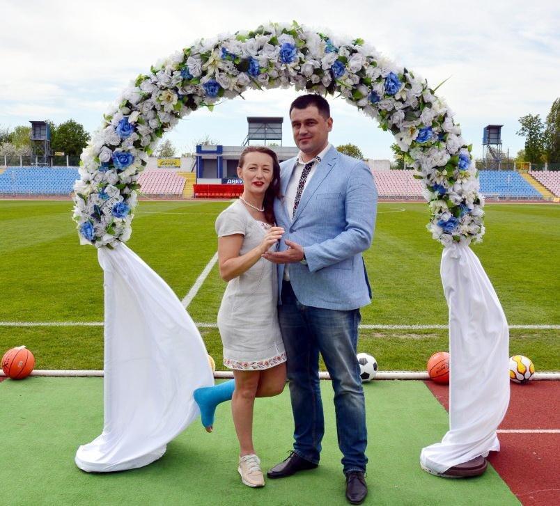 Черкащани Андрій Більда та Марина Волошенко одружилися на біговій доріжці стадіону (ФОТО), фото-2