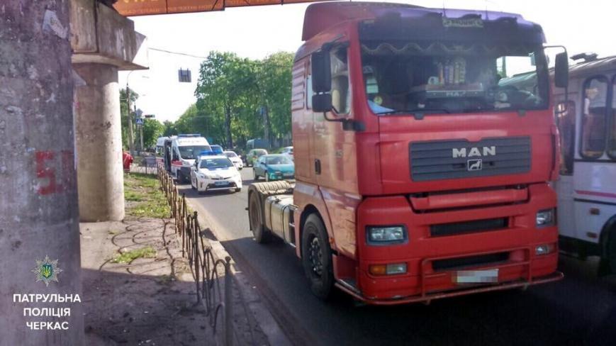У Черкасах водій вантажівки не вгледів велосипедиста, фото-1