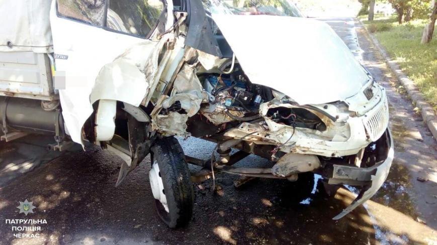 Авто, яке могло вибухнути на місці ДТП, черкаські патрульні евакуювали (ФОТО), фото-1