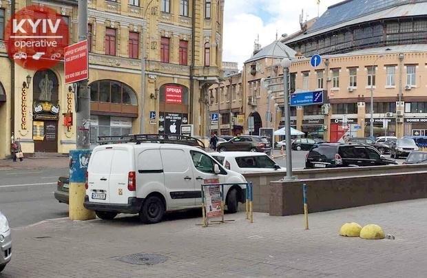 Знай наших «оленів»! У центрі Києва черкаська автівка перекрила підземний перехід , фото-1