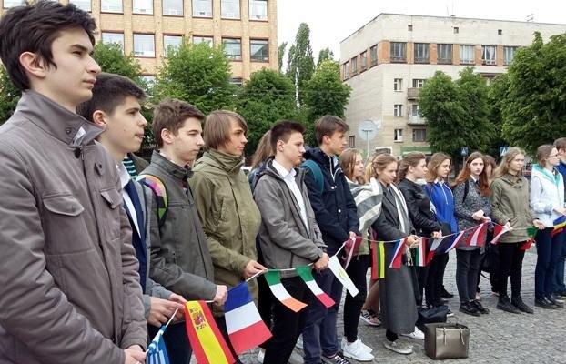 Біля будівлі Черкаської ОДА підняли прапор Євросоюзу (ФОТО), фото-4
