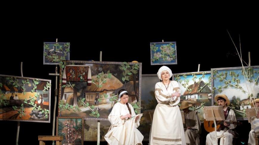 Актори Черкаського драмтеатру показали «нову» «Наталку Полтавку» (ФОТО), фото-1