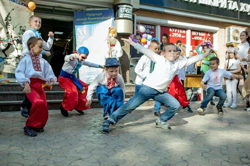 Диво-україночки та сучасні козачата зібралися на фестивалі «Барвисті віночки» (ФОТО), фото-1