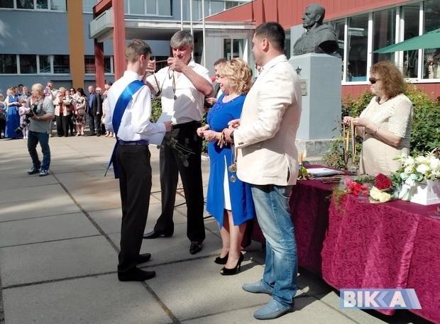 Хто з черкаських VIP-персон і де «засвітився» на святі останнього дзвоника?, фото-3