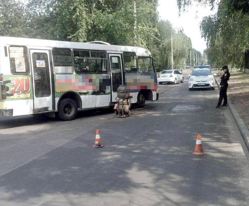 На Хоменка водій автобуса скоїв наїзд на працівника дорожньої служби (ФОТО), фото-1