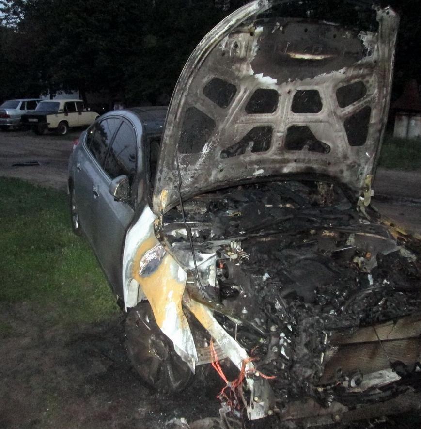 У Черкасах горіло й сміття, й автомобіль (ФОТО, ВІДЕО), фото-1