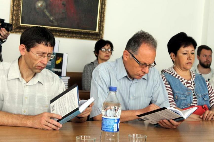 У ЧНУ презентували книжку про Голодомор (ФОТО), фото-2