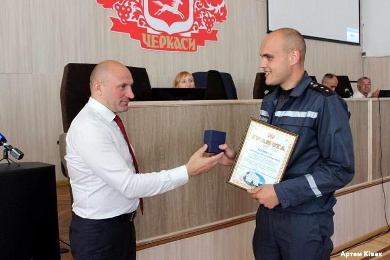 Чотирьох рятувальників міська влада відзначила грамотами й цінними подарунками (ФОТО), фото-1