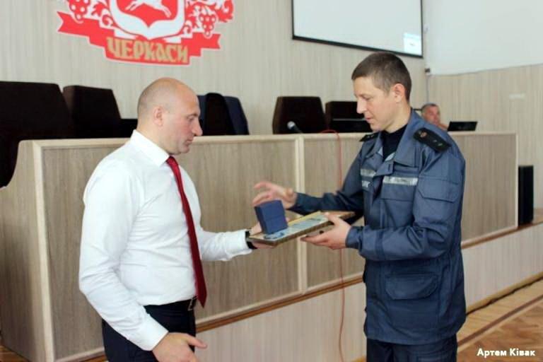 Чотирьох рятувальників міська влада відзначила грамотами й цінними подарунками (ФОТО), фото-3
