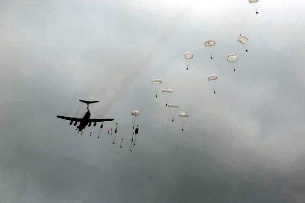 У черкаському аеропорту відбуваються навчання військової авіації (ВІДЕО), фото-1
