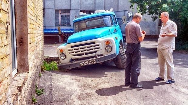 Вантажівка провалилася в яму поблизу музичної школи (ФОТО), фото-2