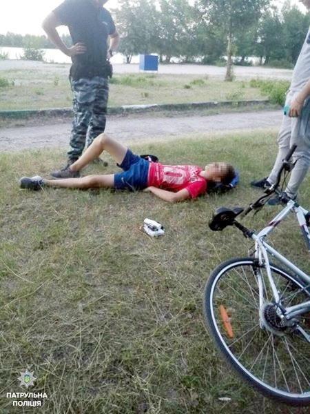 Хлопчина так упав з велосипеда, що зламав ребра, фото-1