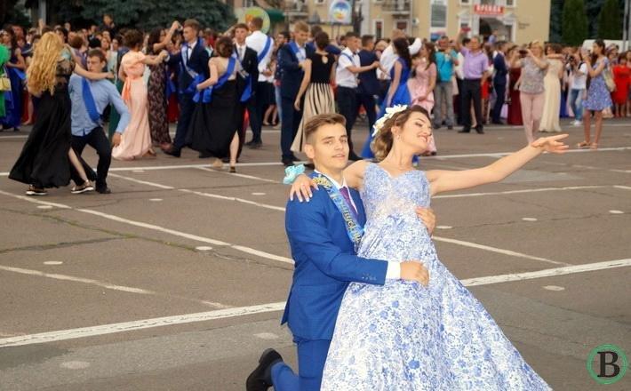 Випускники черкаських шкіл-2017 зробили крок у майбутнє (ФОТО), фото-6
