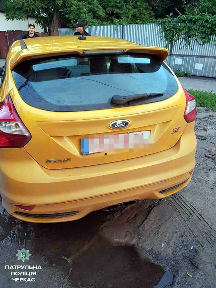 Покинувши автівку, п'яний водій став утікати від черкаських патрульних. Та дарма… (ФОТО), фото-1