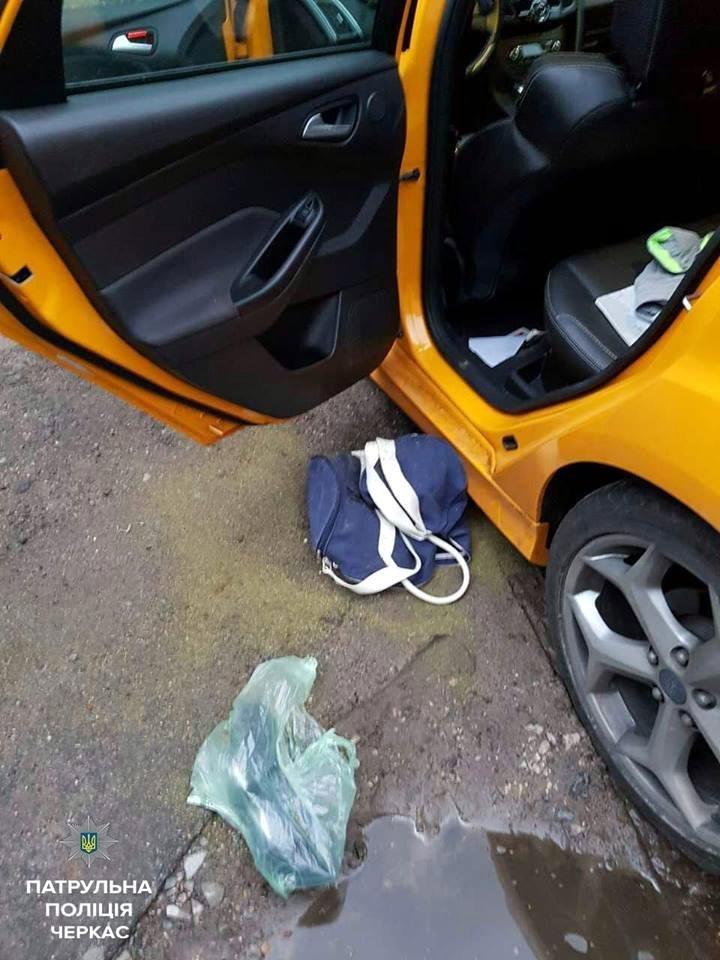 Покинувши автівку, п'яний водій став утікати від черкаських патрульних. Та дарма… (ФОТО), фото-2
