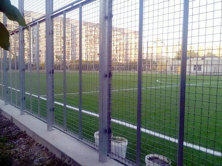 На подвір'ї 34 школи завершуються роботи з реконструкції футбольного поля (ФОТО), фото-1