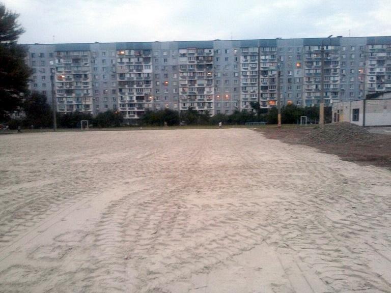 На подвір'ї 34 школи завершуються роботи з реконструкції футбольного поля (ФОТО), фото-2