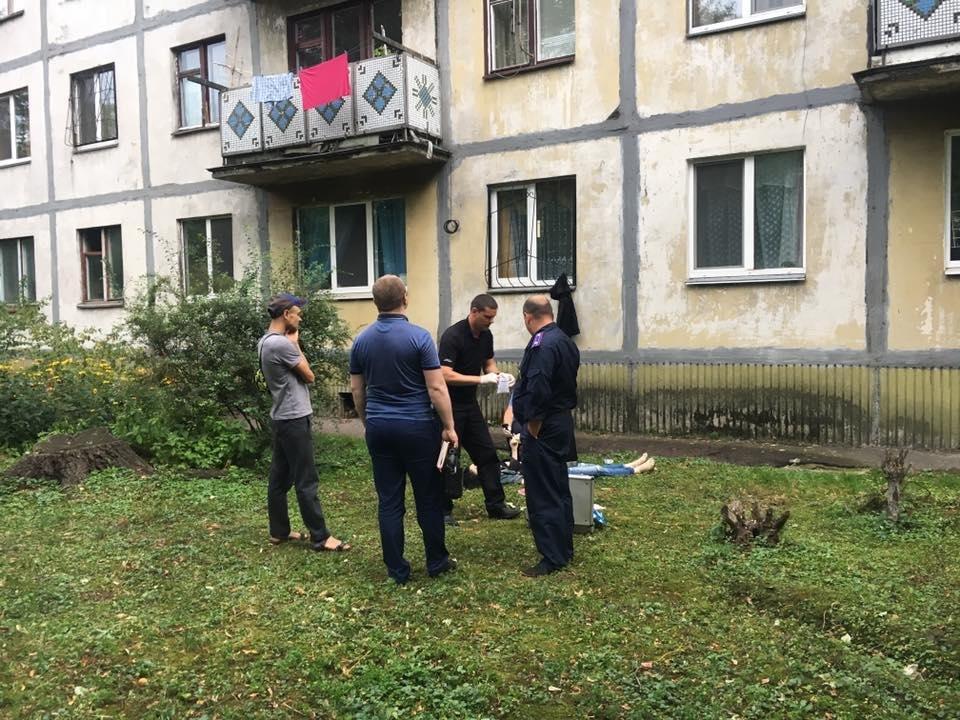 У Черкасах чоловік порізав матір, а співмешканку викинув з вікна (ФОТО, ВІДЕО), фото-1