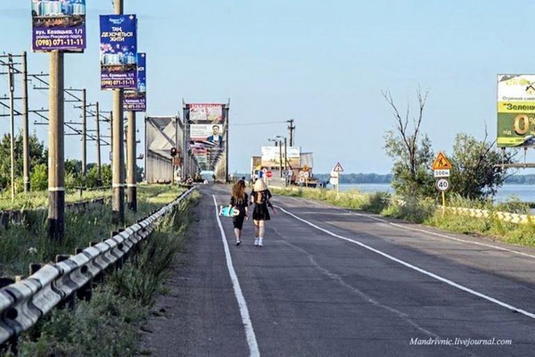 Перекрита черкаська дамба стала місцем паломництва велосипедистів та любителі селфі, фото-1