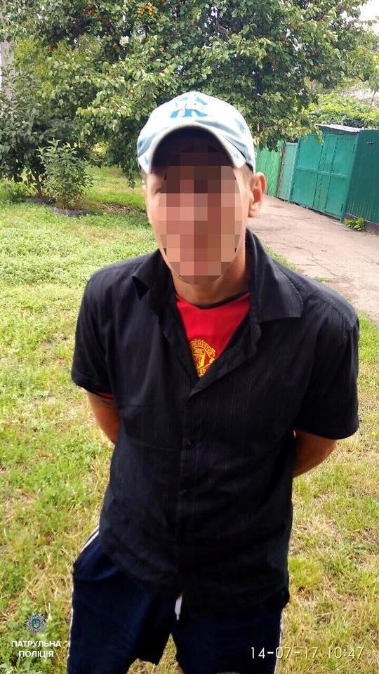 Черкаські патрульні звітують, що  затримали чоловіка з предметом, схожим на гранату , фото-1