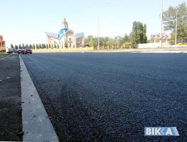 Підрядник пояснив, коли і чому на новій дорозі у Черкасах асфальт можна відколупати пальцем (ФОТО), фото-5