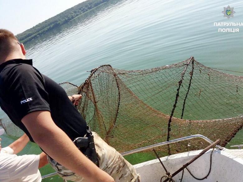 Водний патруль Черкас виявив у Кременчуцькому водоймищі заборонені засоби лову (ФОТО), фото-1