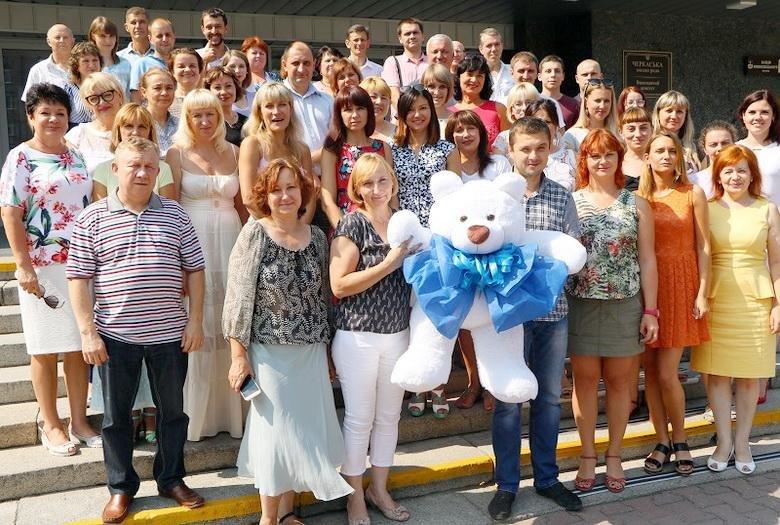 Трудовий колектив виконавчих органів Черкаської міської ради привітав шефа з народженням сина, фото-1