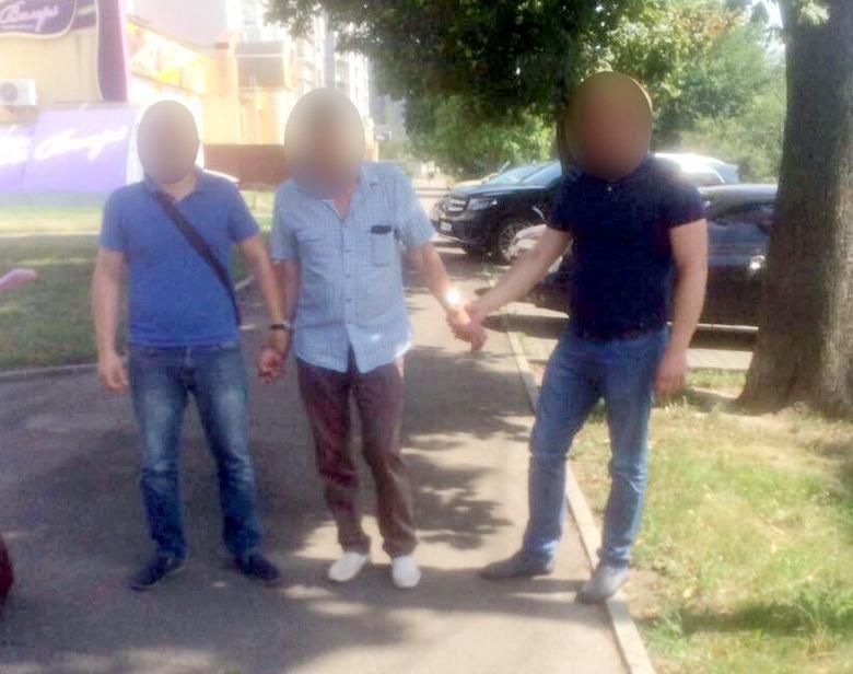 На хабарі затримали чиновника Черкаської міськради столичні правоохоронці (ФОТО), фото-1