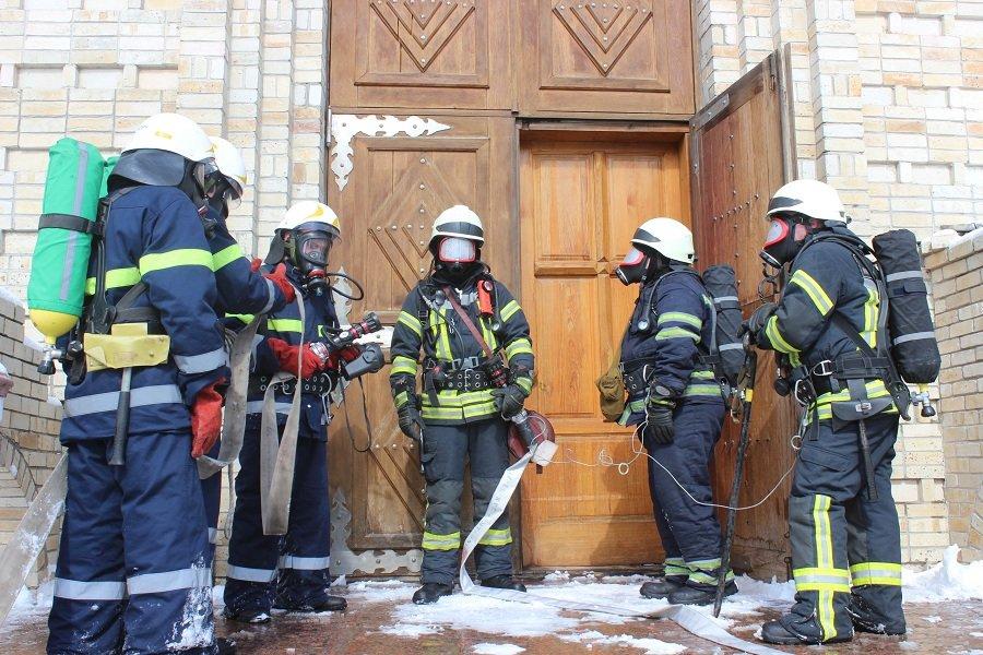 Черкаські рятувальники провели навчання в найвищому православному храмі України, фото-3
