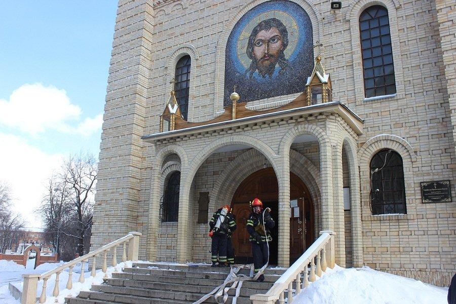 Черкаські рятувальники провели навчання в найвищому православному храмі України, фото-4