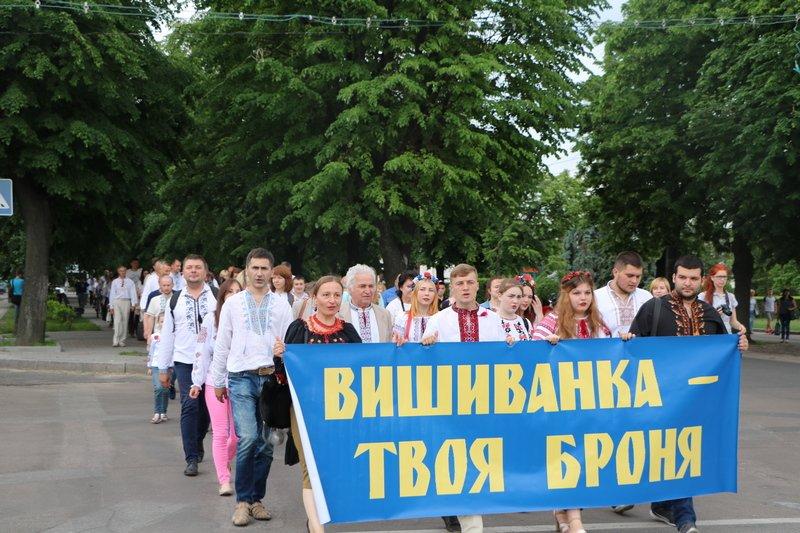 Флешмоб, хода та мітинг — як у Черкасах відзначили День вишиванки, фото-5