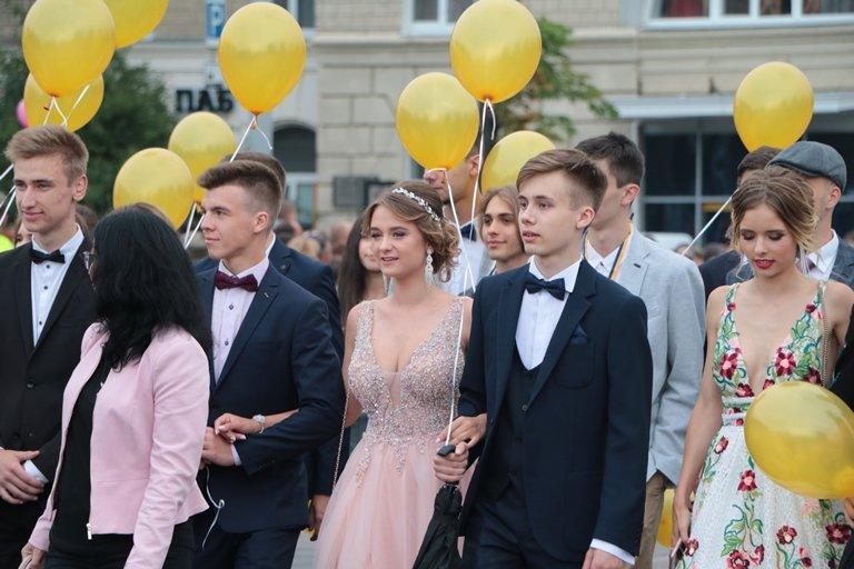 День випускника: у Черкасах школи закінчили 1370 учнів, фото-2