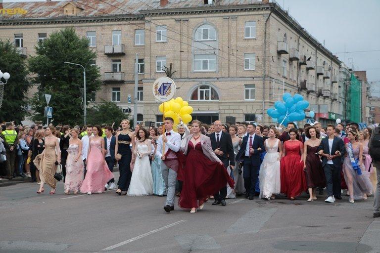 День випускника: у Черкасах школи закінчили 1370 учнів, фото-4