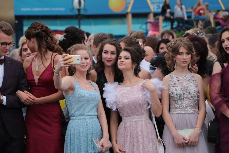 День випускника: у Черкасах школи закінчили 1370 учнів, фото-1
