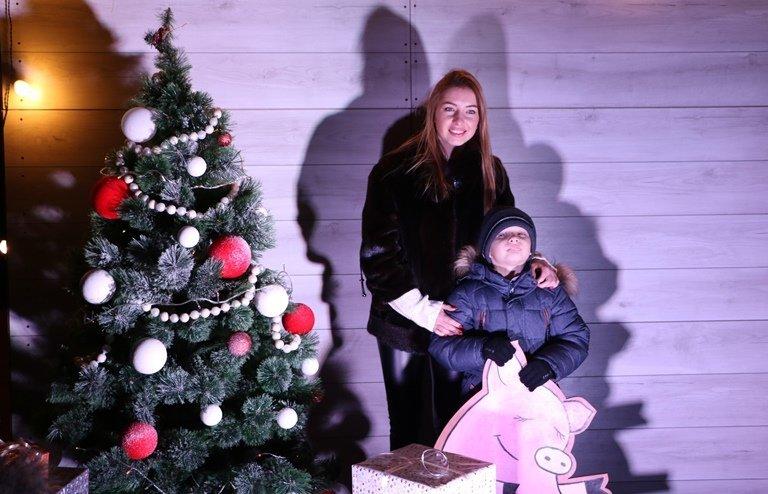 Ярмарок, фотозони, парад агротехніки: у Черкасах засяяла головна новорічна ялинка, фото-5