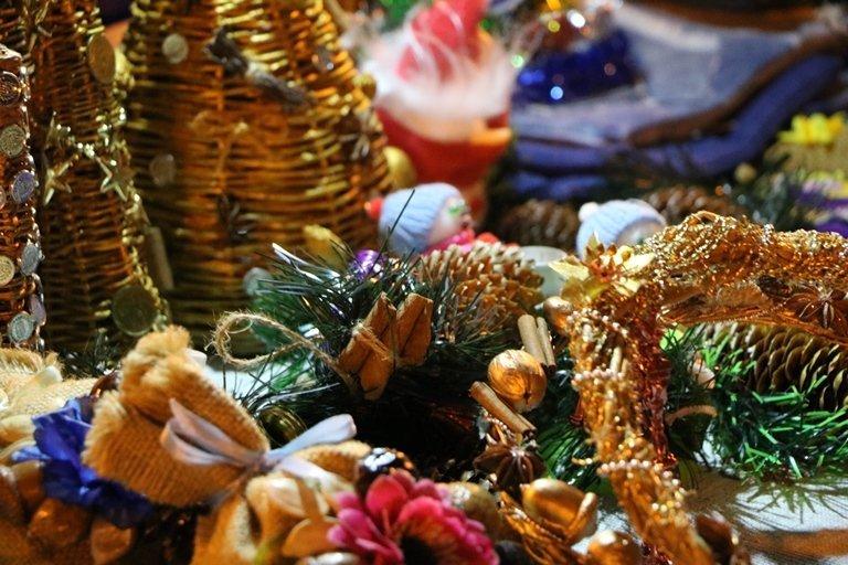 Ярмарок, фотозони, парад агротехніки: у Черкасах засяяла головна новорічна ялинка, фото-1