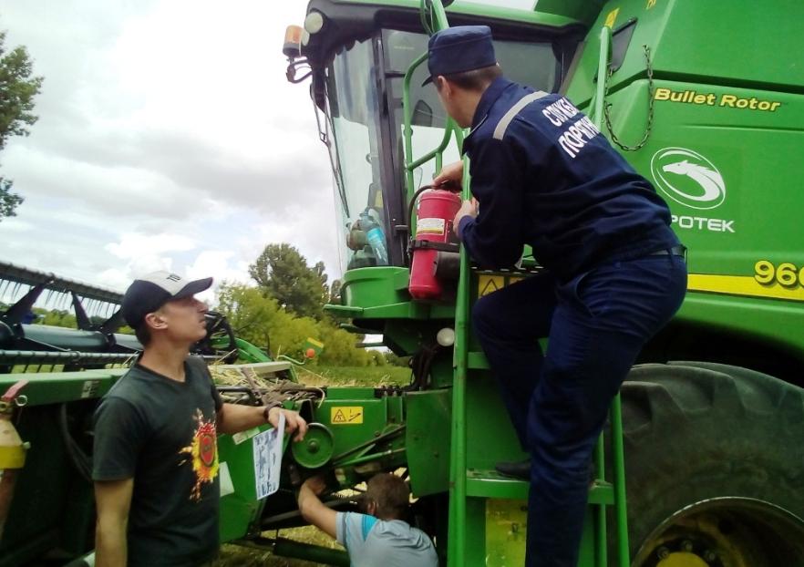 Рятувальники контролюють безпеку збору врожаю на Черкащині, фото-3