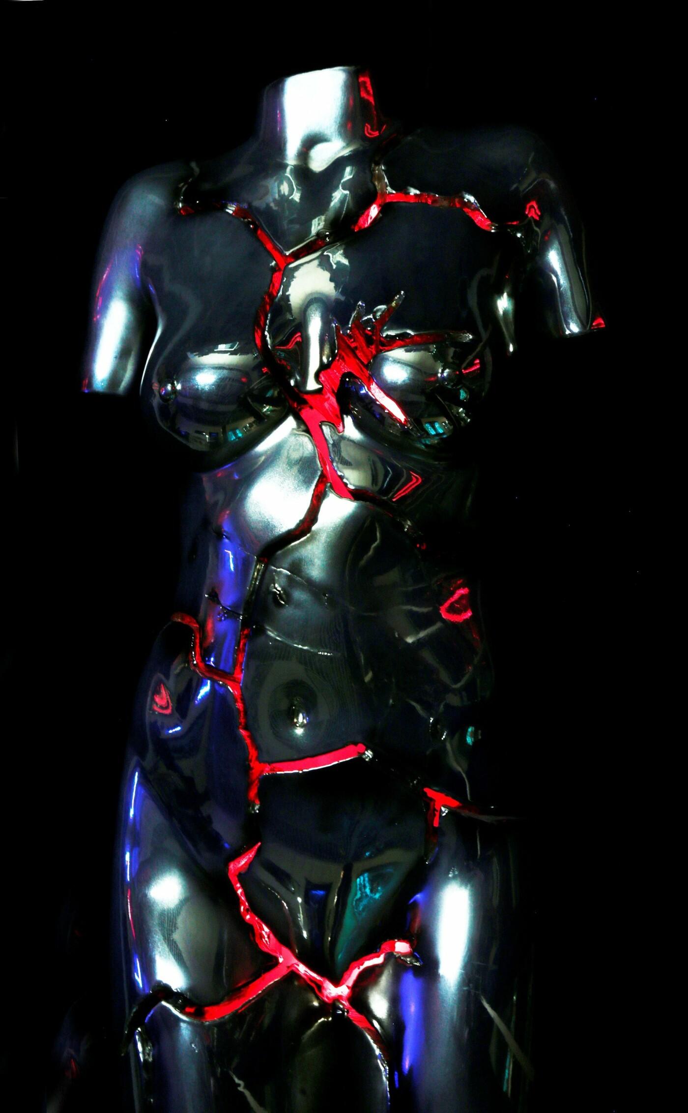 Сучасна скульптура дівчини