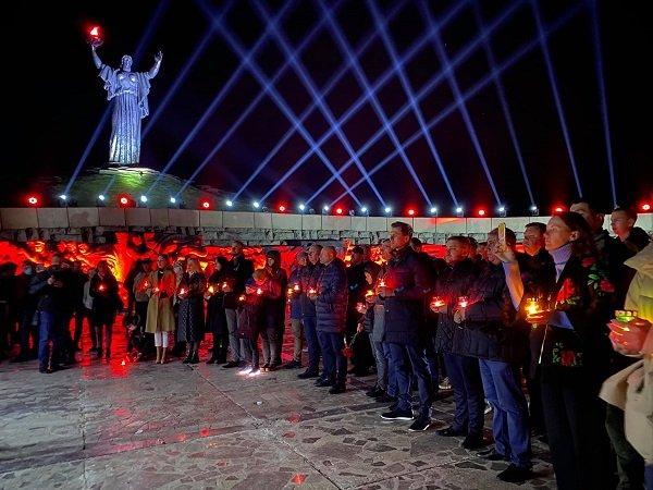 Акція «Перша хвилина миру» відбулася уночі біля пагорба Слави , фото-1